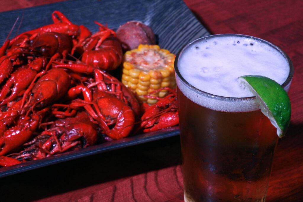 crawfish and beer at Katy Vibes